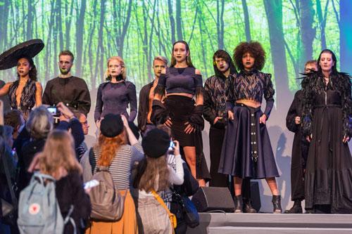 Die Freie Akademie Köln gestaltet die Fashionshow der Designers? Open ? Titel »Coloured City«, Foto: Leipziger Messe GmbH/Tom Schulze